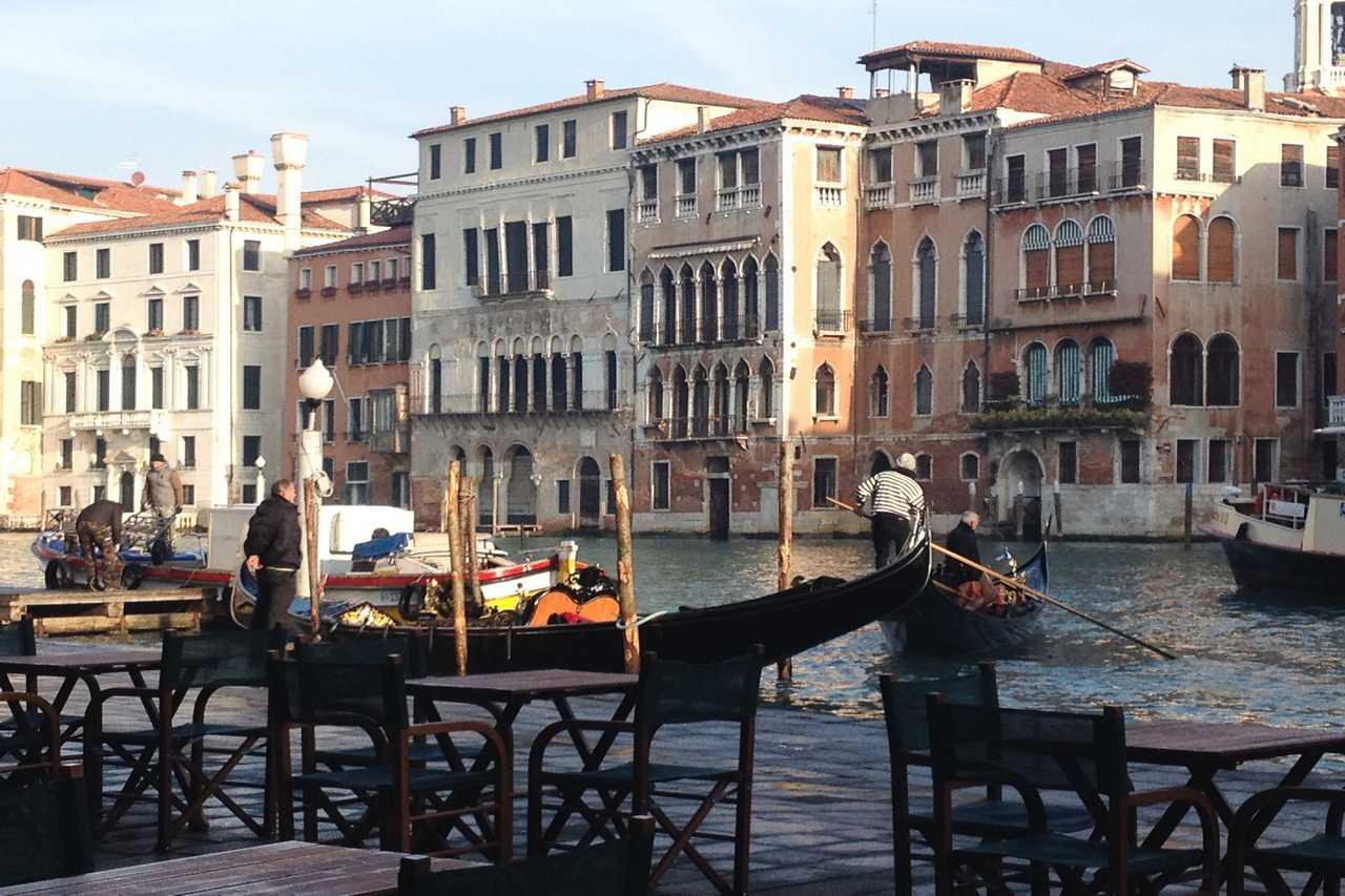 En tu escapada a Venecia en 3 días verás infinidad de canales y góndolas.