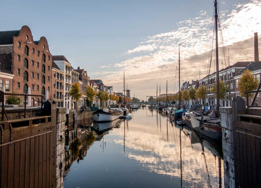 Róterdam es el primer centro industrial de los Países Bajos.