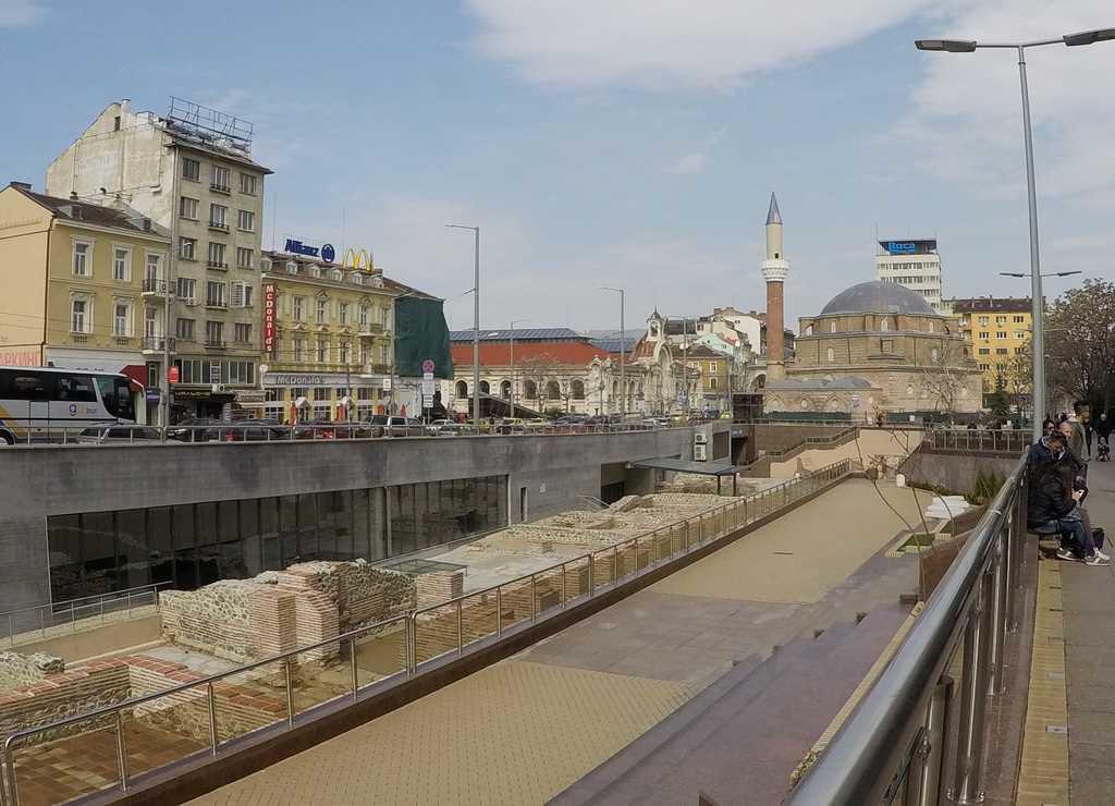 En tu itinerario por Sofía en dos días o en un fin de semana no pueden faltar las ruinas romanas de Serdica.
