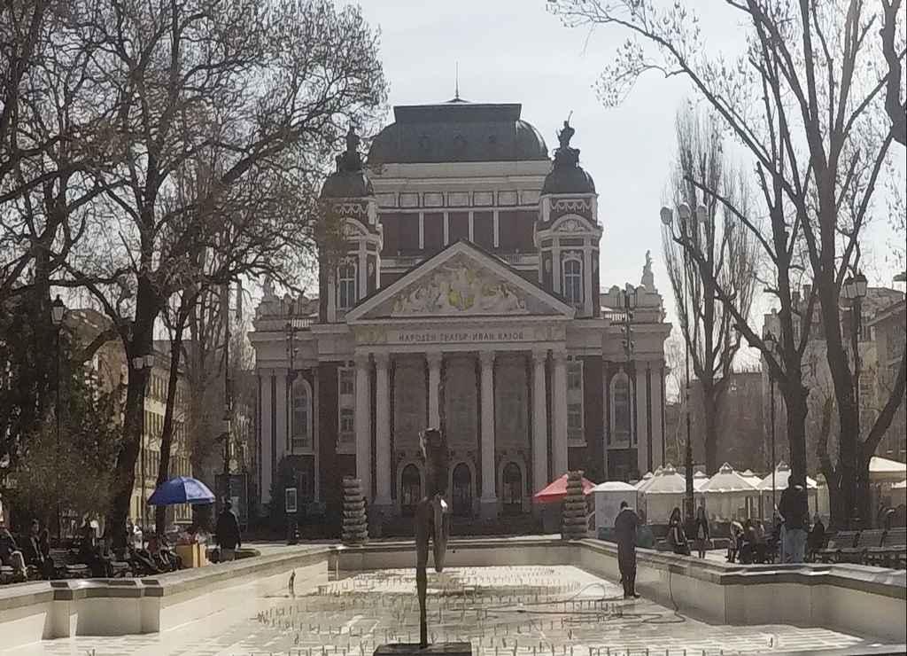 El Teatro Nacional Iván Vazov fue bombardeado durante la Segunda Guerra Mundial.